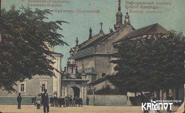 Католицька семінарія на фото кін. 20 століття