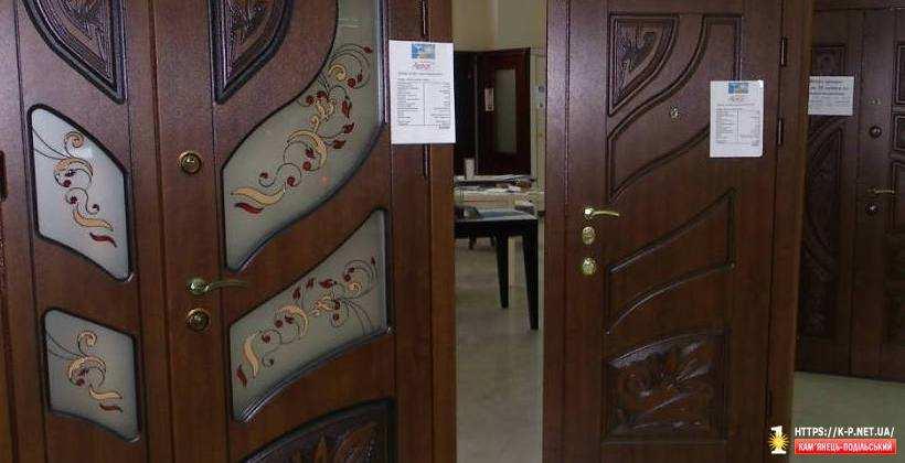 Магазин Luxdoors - двері, столи, ламінат