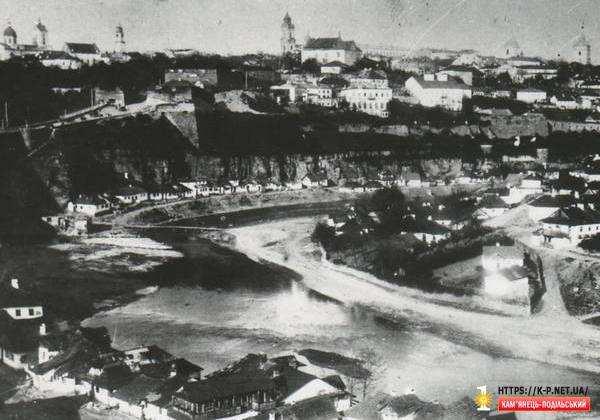 Вигляд на Замковий міст з півдня