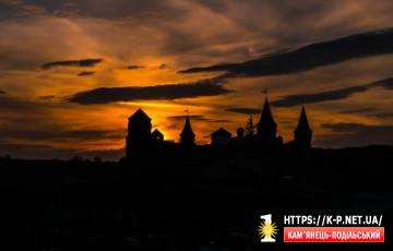 Захід сонця над фортецею