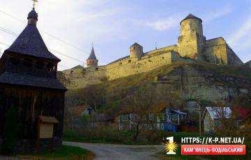Вигляд на фортецю з боку Карвасар