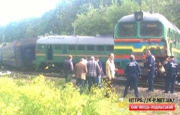 Біля Кам'янця зіштовхнулись 2 потяга. Відео + фото.