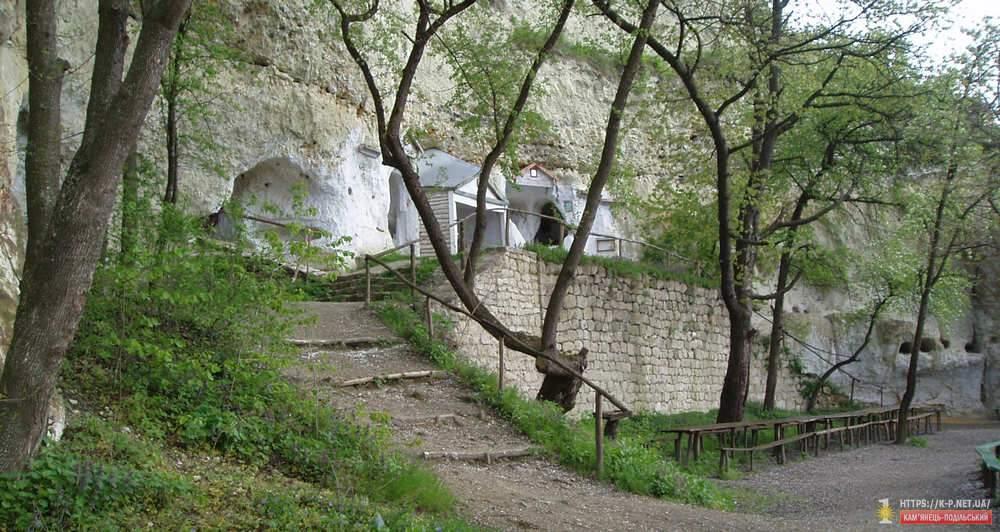 Печери в Бакоті